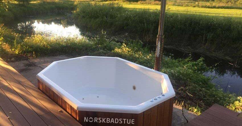 bilde Hvordan-rengjøre-overflateduken-i-en-badestamp-av-glassfiber_main